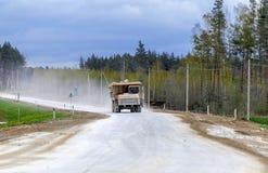 Больш-желтый транспорт продукции самосвалов карьера минералов Стоковое Изображение RF