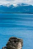 Больдэр рядом с Лаке Таюое с горами Стоковые Фотографии RF