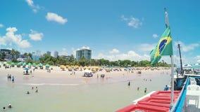 Бразильский флаг на touristic пляже