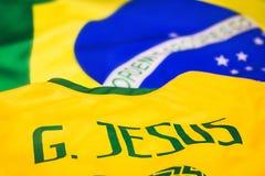 Бразильский флаг с футболкой Габриэля Иисуса стоковые фотографии rf