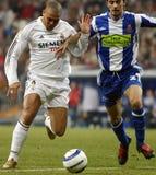 Бразильянин Ronaldo Nazario Da Лима контролируя шарик Стоковое Фото