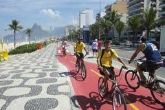 Бразильские всадники Ipanema Рио велосипеда Стоковое фото RF