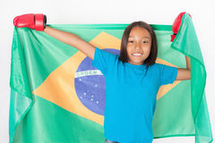 Бразильский патриот, девушка вентилятора держа флаг Бразилии Бразильский чемпионат бокса стоковая фотография rf
