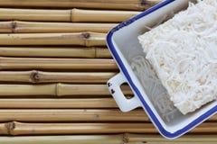 Бразильский традиционный десерт: сладостный пудинг кускус на бамбуке Стоковое Изображение