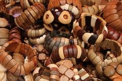 Браслеты от различных пород дерева l Стоковые Фотографии RF