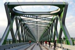 БРАТИСЛАВА, СЛОВАКИЯ - 20-ОЕ МАЯ 2016: Взгляд от моста Братиславы нового старого (Stary больше всего) стоковые фото