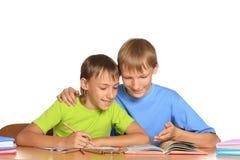Братья делая домашнюю работу Стоковые Фотографии RF