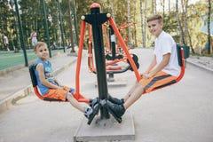 Братья играя на парке Стоковая Фотография RF