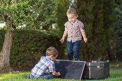 братья играя 2 Стоковая Фотография