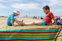 Братья на пляже Стоковая Фотография RF