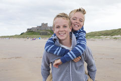 Братья на пляже Стоковое фото RF