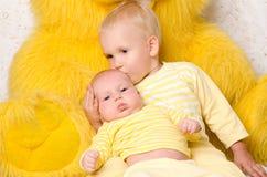 2 брать в желтом цвете платья Стоковое Фото