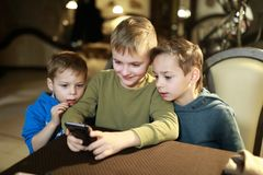 3 брать в кафе стоковая фотография