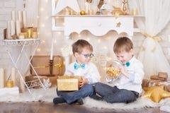 2 брать в украшениях рождества золота Стоковое Изображение
