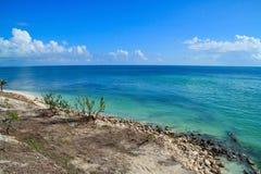 Брать зону пляжа красивой Флориды пользуется ключом пляж после быть разрушенным ураганом Ирмой в 2017 стоковые фотографии rf