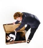 2 брать играя с ретро чемоданом Стоковое Изображение RF