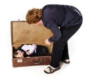 2 брать играя с ретро чемоданом Стоковое фото RF