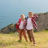 2 брать идя в горы Стоковая Фотография RF