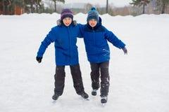 2 брать конькобежца на льде Стоковое фото RF
