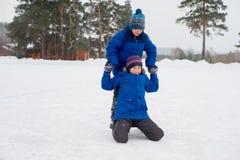 2 брать конькобежца на льде Стоковые Фотографии RF