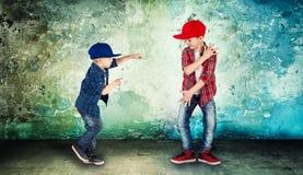 2 брать танцуя бедр-хмель Холодные дети стоковые изображения