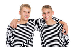 Брат-близнец 2 в жилетах стоковая фотография