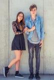 Брат и сестра над городской предпосылкой Стоковая Фотография RF
