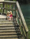 Брат и сестра предусматривают вход воды Стоковая Фотография RF
