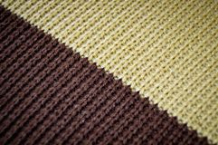 Браун и бежевые вязать шерсти, предпосылки текстуры стоковое фото rf