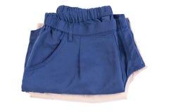 Браун и голубые короткие брюки изолированные на белизне стоковое фото