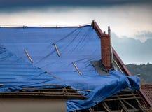 Брезент покрывает крышу стоковые фотографии rf