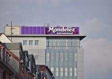 Бремен, Германия - 11-ое ноября 2017 - Mondelez Германия размещает штаб здание с большим логотипом компании Стоковые Изображения
