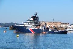 БРЕСТ, ФРАНЦИЯ - 18-ОЕ ИЮЛЯ: Французская спасательная лодка Abeille Бурбон внутри Стоковая Фотография RF