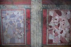 Брешия, Италия, 11-ое августа 2017, старая римская мозаика стены в музее Стоковое Изображение RF