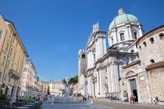 БРЕШИЯ, ИТАЛИЯ, 2016: Dom (Duomo Nuovo и Duomo Vecchio) Стоковая Фотография RF