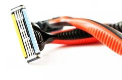 2 брея бритвы изображение наушников черноты близкое изолировало пусковую площадку микрофона мягко вверх по белизне Стоковые Фото