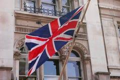 Британцы сигнализируют летают вне магазина в Лондоне, Англии стоковые изображения