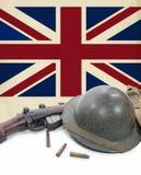 Британцы сигнализируют, шлем и винтовка Второй Мировой Войны Стоковое Изображение