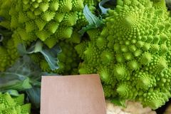 Брокколи Romanesco для продажи на рынке Стоковая Фотография RF