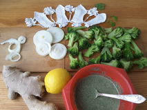 Брокколи в зеленой тэмпуре крапив стоковая фотография