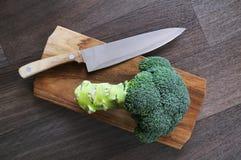 Брокколи, нож, прерывая доска Стоковые Изображения RF