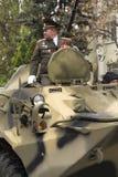 Бронетранспортер возглавляя столбец войск оборудует Стоковое Фото