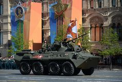 Бронетранспортер BTR-82A во время парада победы на красной площади в Москве Стоковая Фотография RF