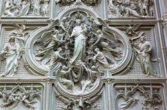 Бронзовая дверь собора милана, Италия Стоковые Изображения RF
