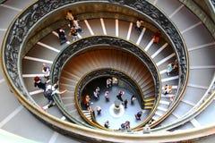 Бронзовая винтовая лестница в музее Ватикана Стоковое Изображение RF
