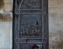Бронзовая деталь двери Castel Nuovo, Maschio Angioino Неаполь Стоковая Фотография RF