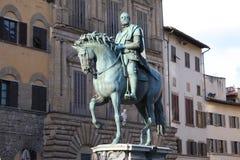 Бронзовая конноспортивная статуя Cosimo Я de Medici великий князь Тосканы на della Signoria аркады в Флоренсе, Тоскане, Ital Стоковые Фотографии RF