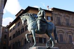 Бронзовая конноспортивная статуя Cosimo Я de Medici великий князь Тосканы на della Signoria аркады в Флоренсе, Тоскане, Ital Стоковые Фото