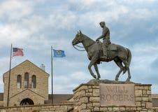Бронзовая скульптура воли Rogers верхом, Claremore, Оклахома стоковое изображение