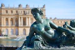 Бронзовая скульптура в саде дворца Версаль стоковое фото